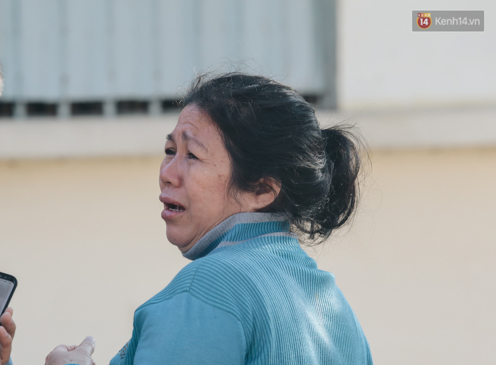 Chùm ảnh: Những người mẹ ở TP.HCM bật khóc nghẹn ngào tiễn con lên đường nhập ngũ - Ảnh 8.