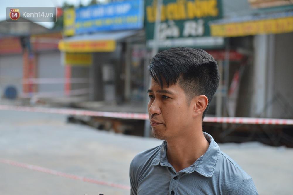 Cuộc sống đảo lộn sau 1 tuần xuất hiện hố tử thần ở Hà Nội: Công việc làm ăn bị đình trệ, con cháu phải mang đi gửi - Ảnh 3.