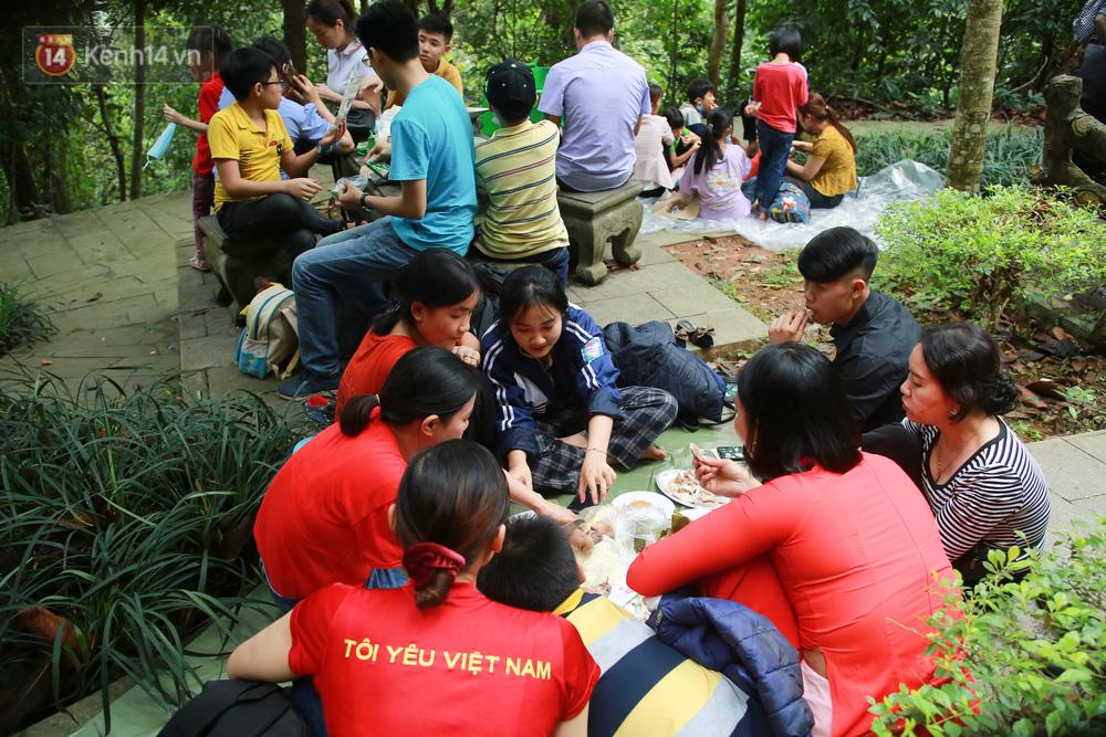 Ảnh: Hàng nghìn du khách chen nhau đi lễ đền Hùng dù chưa tới ngày 10/3 - Ảnh 10.