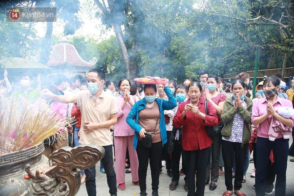 Ảnh: Hàng nghìn du khách chen nhau đi lễ đền Hùng dù chưa tới ngày 10/3 - Ảnh 8.