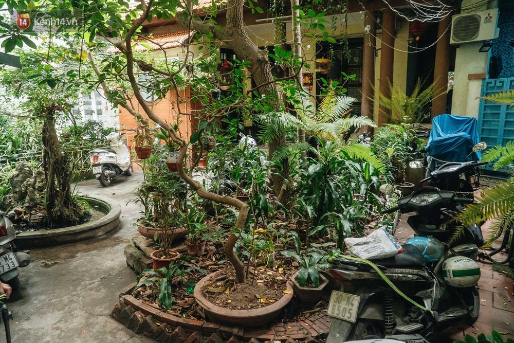 Ngôi nhà 80 năm tuổi, rộng gần 300m2 giữa phố cổ Hà Nội: Trả trăm tỷ không bán, bên trong có hầm chứa được 20 người - Ảnh 2.