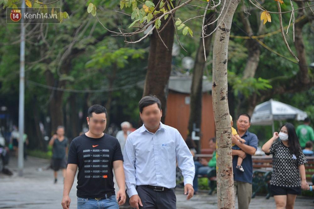 Ảnh: Nhiều người dân Hà Nội chủ quan, quên đeo khẩu trang phòng dịch khi ra đường - Ảnh 13.