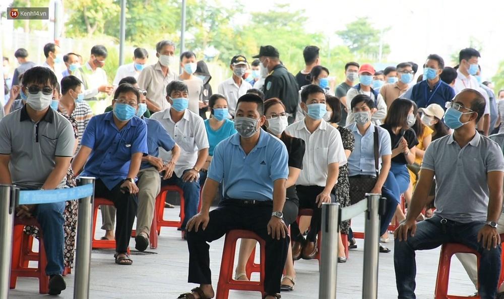 Ảnh: Nhiều F0 đi qua sân bay, Đà Nẵng xét nghiệm Covid-19 cho 2.000 cán bộ, nhân viên - Ảnh 11.