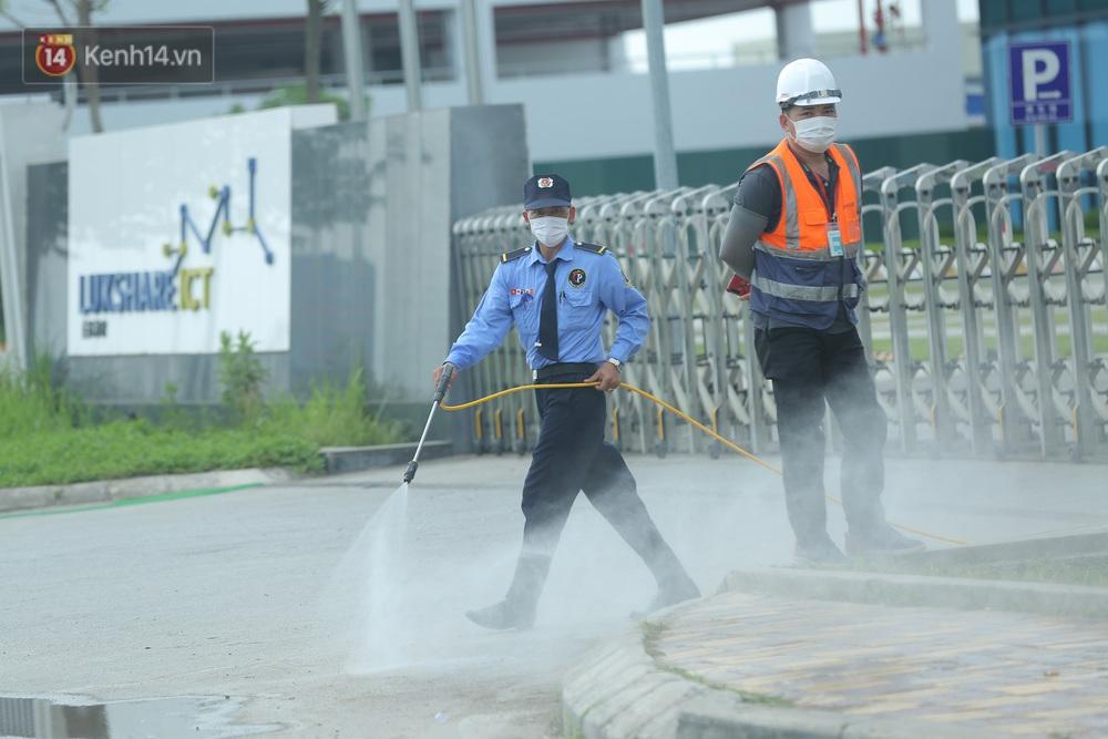Cận cảnh phong toả công ty Hosiden - ổ dịch hơn 200 ca Covid-19 ở Bắc Giang - Ảnh 8.