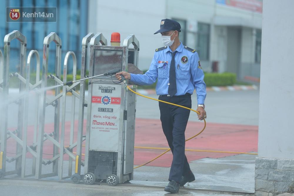Cận cảnh phong toả công ty Hosiden - ổ dịch hơn 200 ca Covid-19 ở Bắc Giang - Ảnh 9.