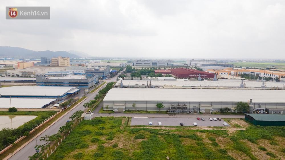 Cận cảnh phong toả công ty Hosiden - ổ dịch hơn 200 ca Covid-19 ở Bắc Giang - Ảnh 1.