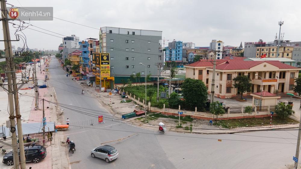 Ảnh: Bắc Giang lập chốt phong toả huyện Việt Yên sau khi phát hiện ổ dịch Công ty Hosiden, hàng chục nghìn người bị cách ly - Ảnh 1.