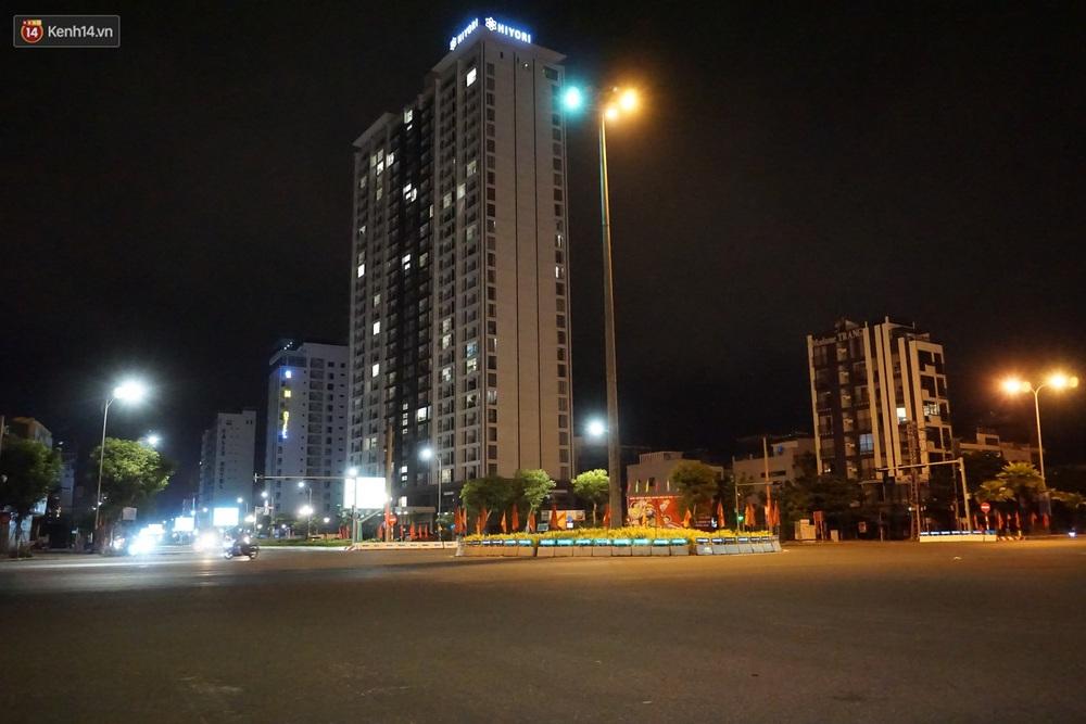 Ảnh: Những con phố lặng thinh ở Đà Nẵng trong những ngày dịch Covid-19 hoành hành - Ảnh 16.