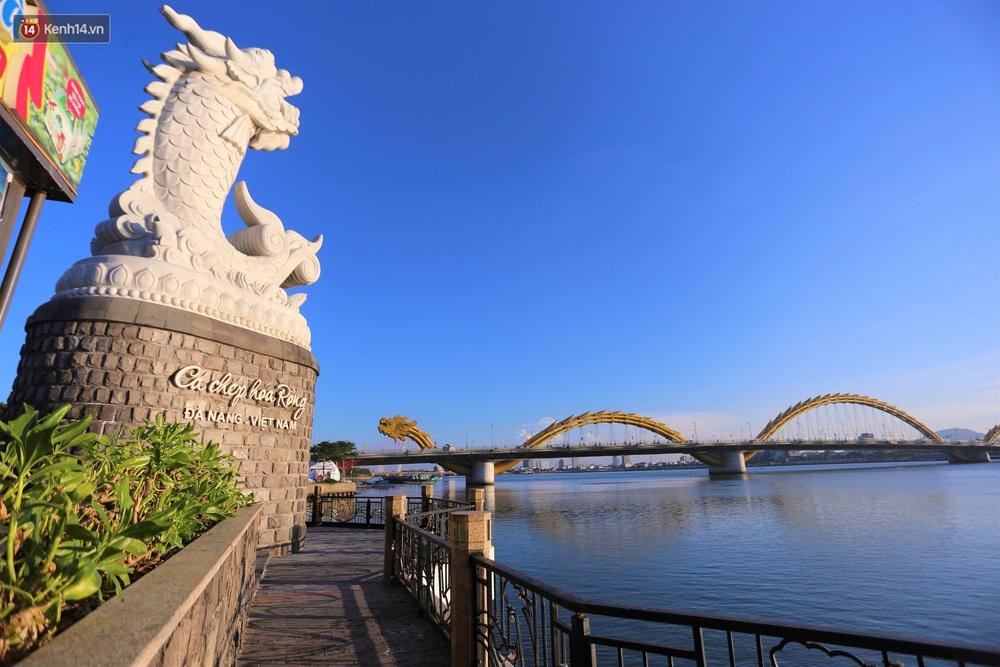 Ảnh: Những con phố lặng thinh ở Đà Nẵng trong những ngày dịch Covid-19 hoành hành - Ảnh 7.