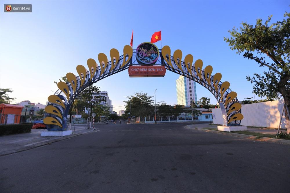Ảnh: Những con phố lặng thinh ở Đà Nẵng trong những ngày dịch Covid-19 hoành hành - Ảnh 10.