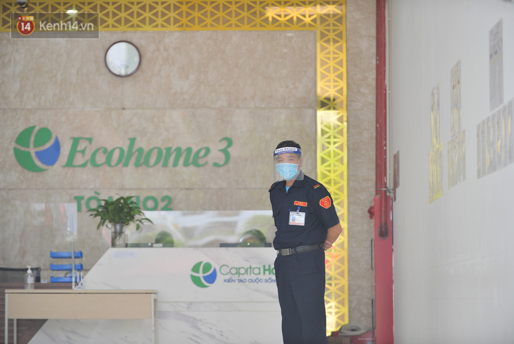 Ảnh: Hà Nội phong toả một tầng chung cư Ecohome 3 sau khi kỹ thuật viên Bệnh viện Phổi Trung ương dương tính SARS-CoV-2 - Ảnh 13.