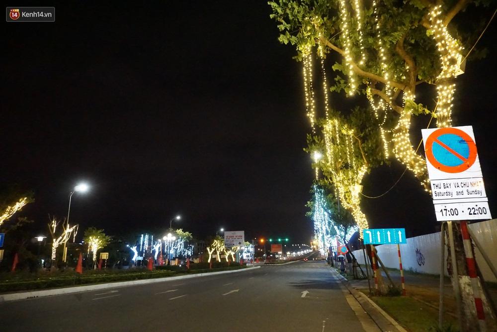Ảnh: Những con phố lặng thinh ở Đà Nẵng trong những ngày dịch Covid-19 hoành hành - Ảnh 20.
