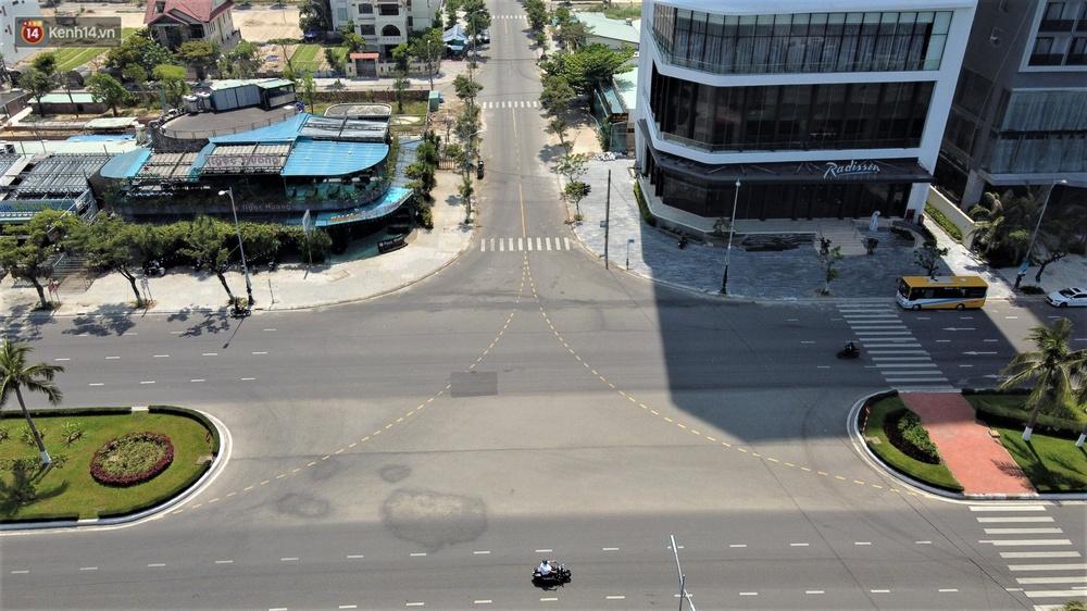 Ảnh: Những con phố lặng thinh ở Đà Nẵng trong những ngày dịch Covid-19 hoành hành - Ảnh 5.