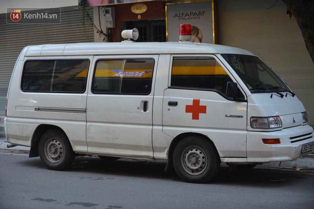 Hà Nội: Lực lượng chức năng phong toả tạm thời con ngõ ở quận Hai Bà Trưng có nữ nhân viên quán bar dương tính với SARS-CoV-2 - Ảnh 4.