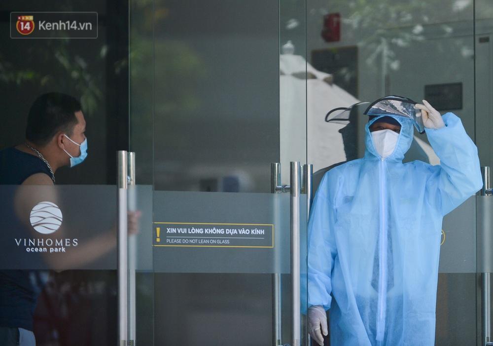 Ảnh: Phong toả toà S202 chung cư Vinhomes Ocean Park - nơi hơn 500 người dân sinh sống do liên quan ca dương tính SARS-CoV-2 - Ảnh 9.