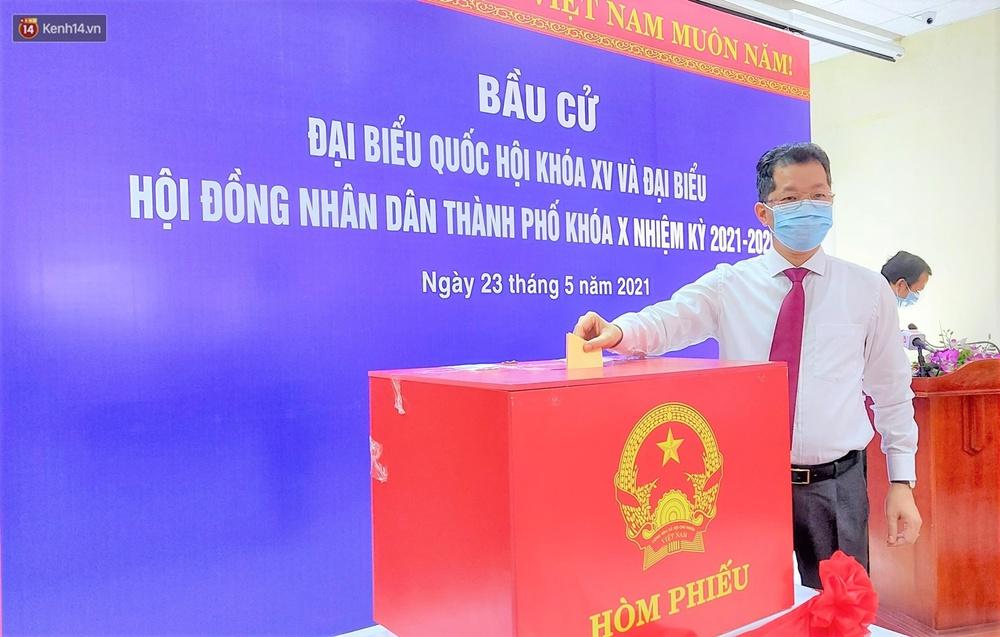 Những cử tri đặc biệt bỏ phiếu bầu cử ở Đà Nẵng - Ảnh 2.