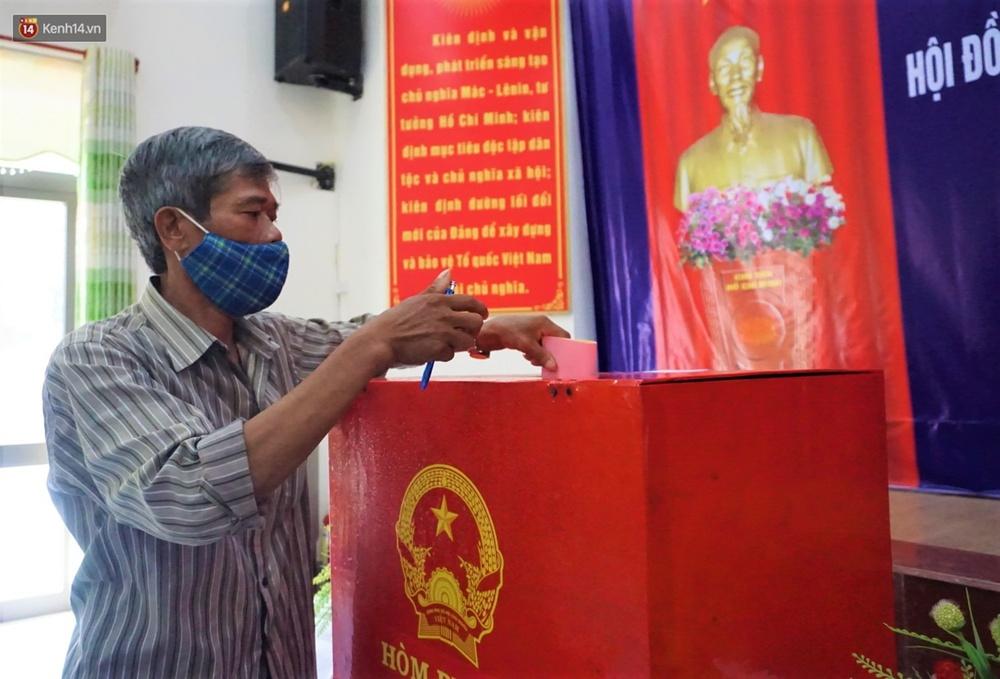 Những cử tri đặc biệt bỏ phiếu bầu cử ở Đà Nẵng - Ảnh 17.