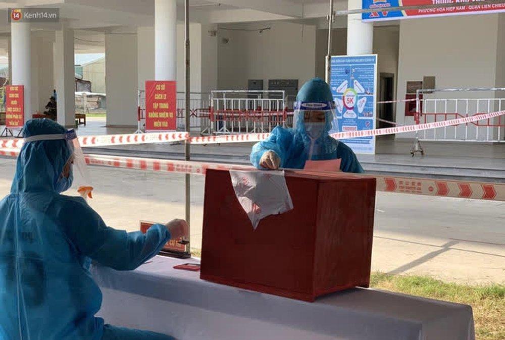 Những cử tri đặc biệt bỏ phiếu bầu cử ở Đà Nẵng - Ảnh 14.