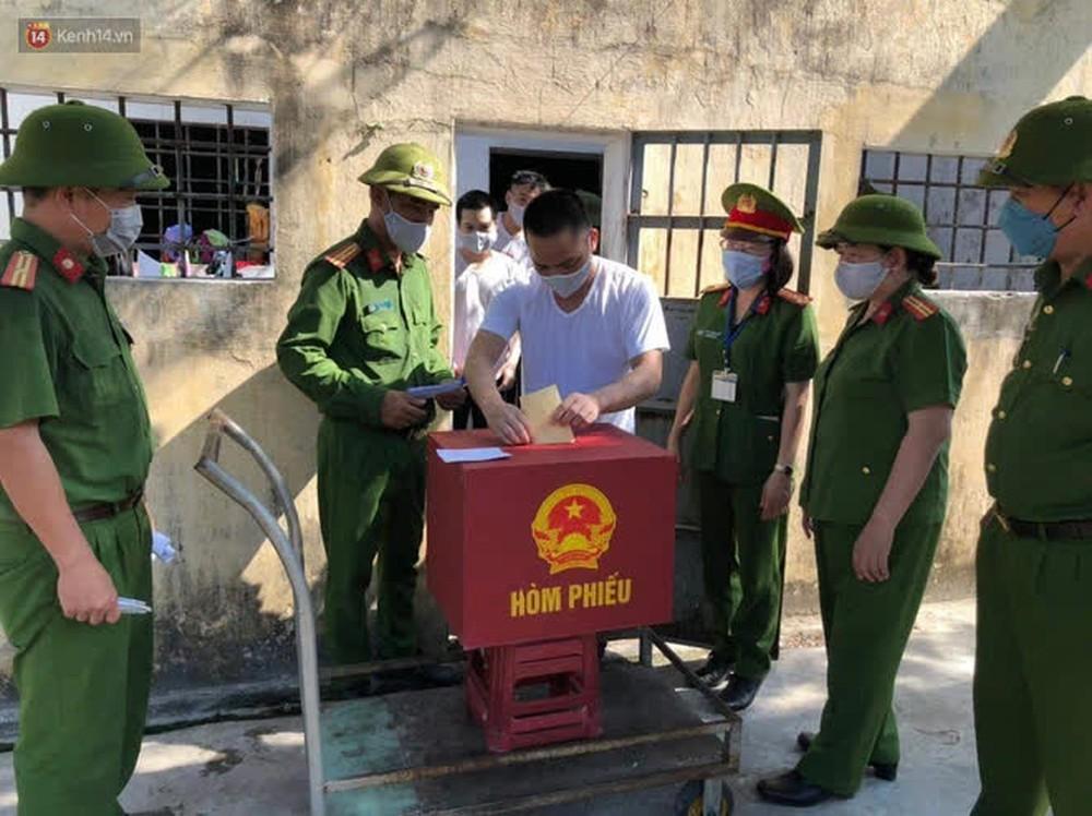 Những cử tri đặc biệt bỏ phiếu bầu cử ở Đà Nẵng - Ảnh 10.
