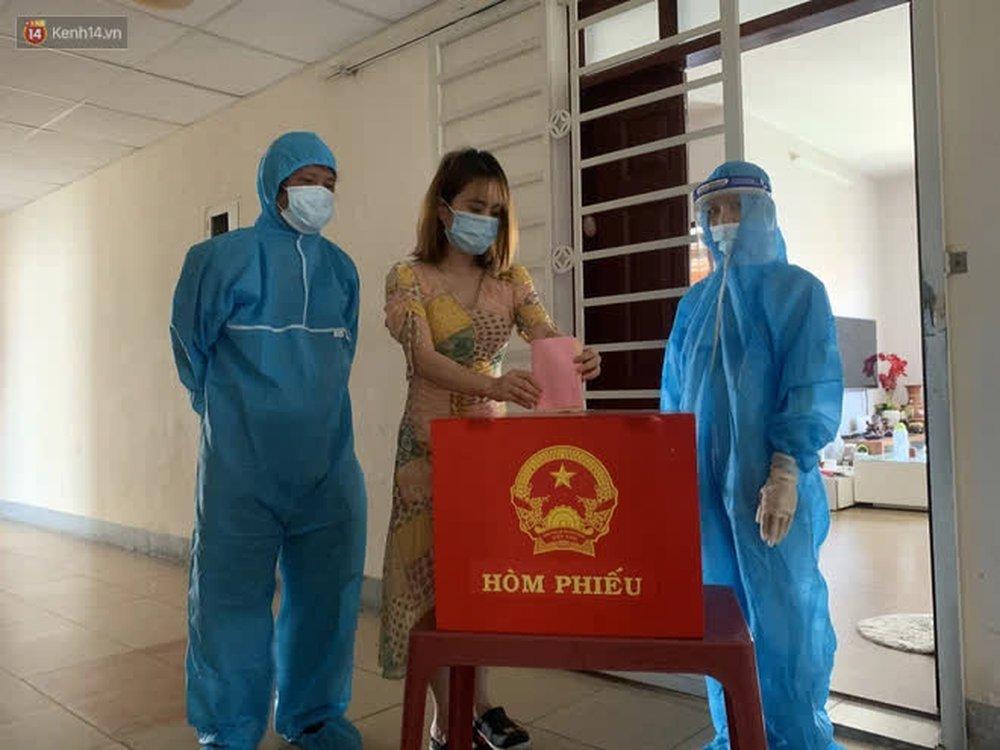 Những cử tri đặc biệt bỏ phiếu bầu cử ở Đà Nẵng - Ảnh 15.