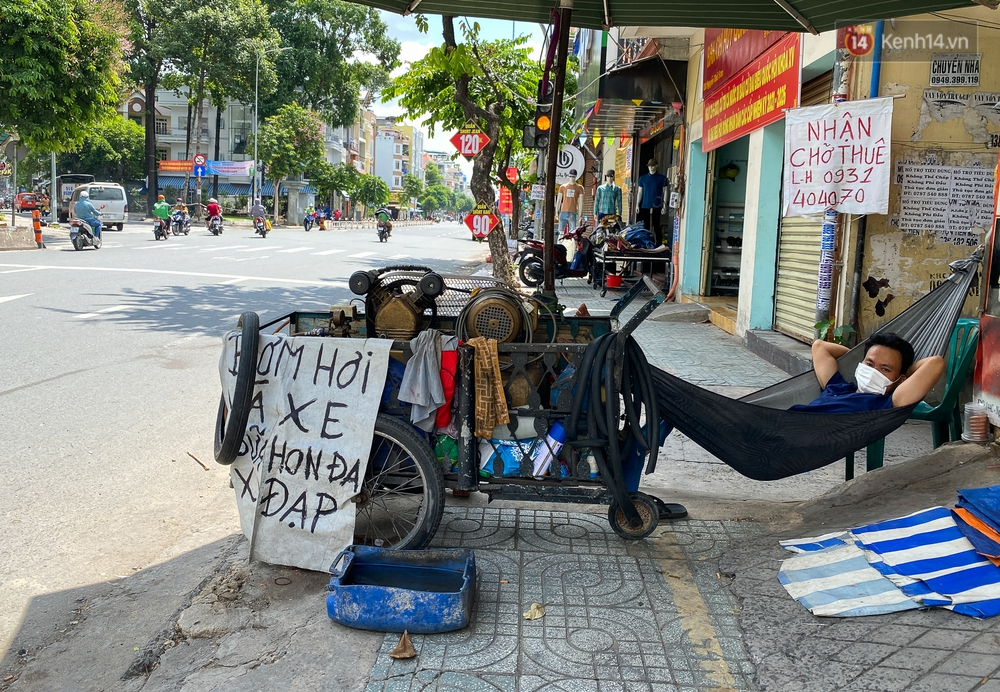 Bên trong quận Gò Vấp ngày đầu thực hiện cách ly xã hội theo Chỉ thị 16: Người dân bình tĩnh vượt đại dịch - Ảnh 5.