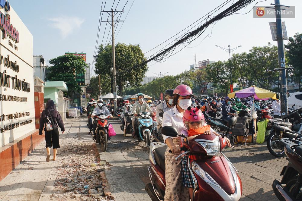 Ngày đầu đi làm sau nghỉ lễ, người Sài Gòn bị trễ giờ vì kẹt xe quá kinh khủng - Ảnh 10.