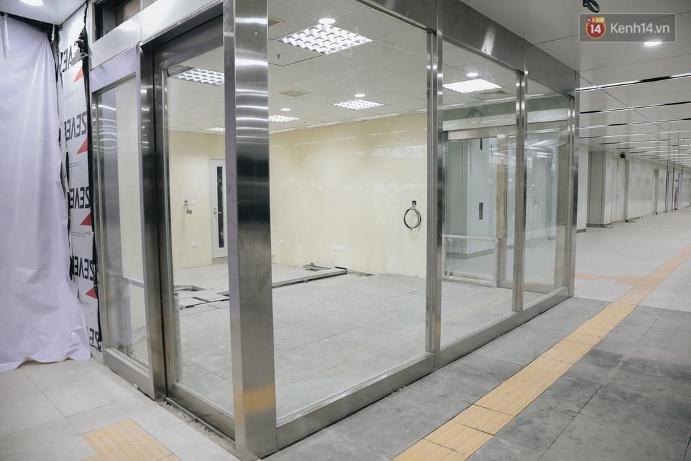 Cận cảnh nhà ga ngầm thứ 2 của Metro: Kiến trúc hiện đại, lượn sóng nhè nhẹ như sông Sài Gòn - Ảnh 6.