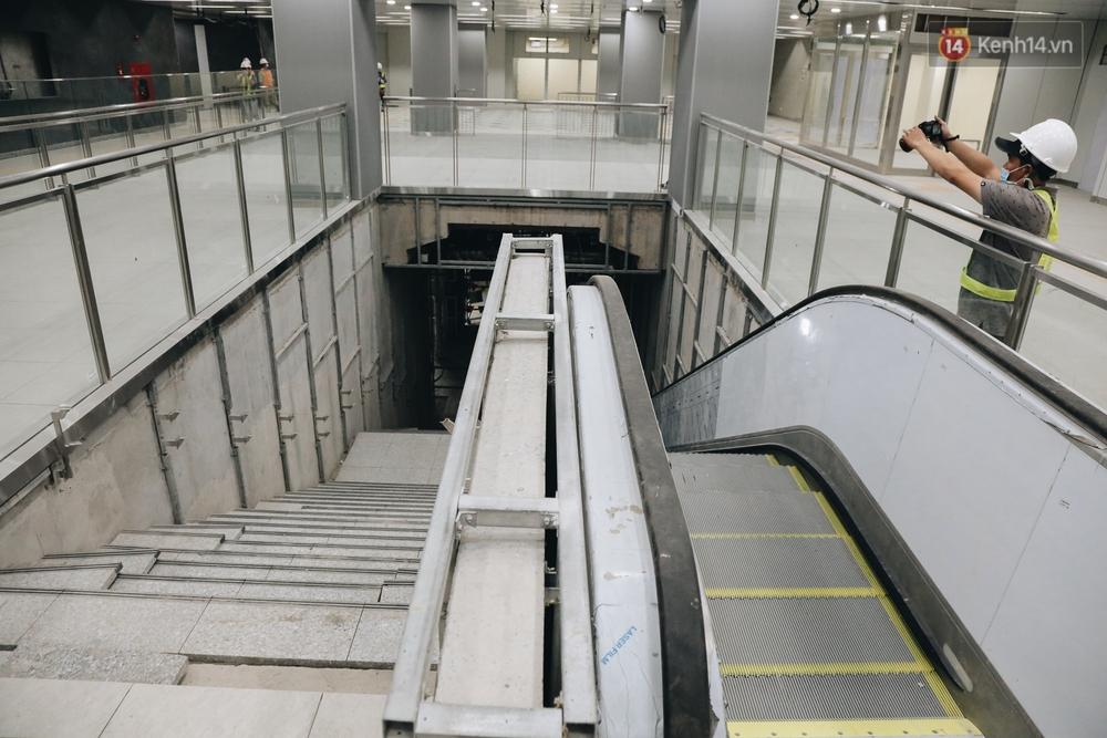 Cận cảnh nhà ga ngầm thứ 2 của Metro: Kiến trúc hiện đại, lượn sóng nhè nhẹ như sông Sài Gòn - Ảnh 7.