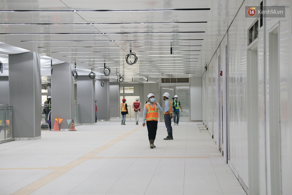 Cận cảnh nhà ga ngầm thứ 2 của Metro: Kiến trúc hiện đại, lượn sóng nhè nhẹ như sông Sài Gòn - Ảnh 4.