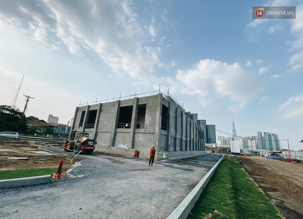 Cận cảnh nhà ga ngầm thứ 2 của Metro: Kiến trúc hiện đại, lượn sóng nhè nhẹ như sông Sài Gòn - Ảnh 12.