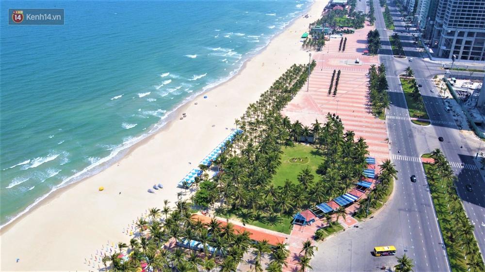 Ảnh: Bãi biển, khu vui chơi ở Đà Nẵng vắng bóng người trong ngày đầu siết chặt các biện pháp phòng, chống Covid-19 - Ảnh 10.