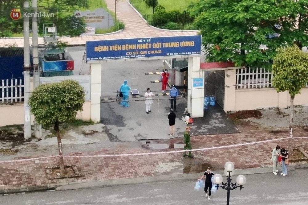 Ảnh: Cận cảnh cách ly y tế, tiếp tế tại Bệnh viện Bệnh Nhiệt đới Trung ương cơ sở 2 - Ảnh 3.