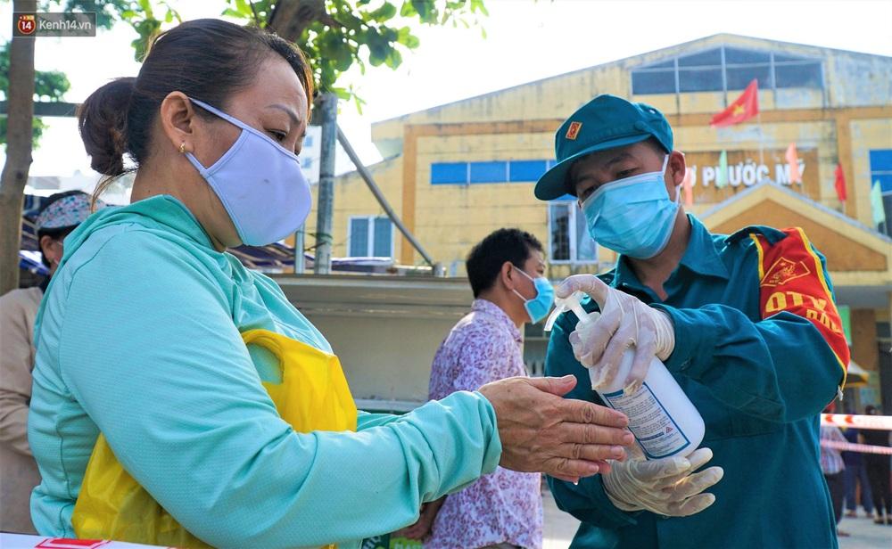 Ảnh: Nhân viên massage mắc Covid-19 vào chợ mua heo nhựa, Đà Nẵng xét nghiệm hơn 500 tiểu thương - Ảnh 8.