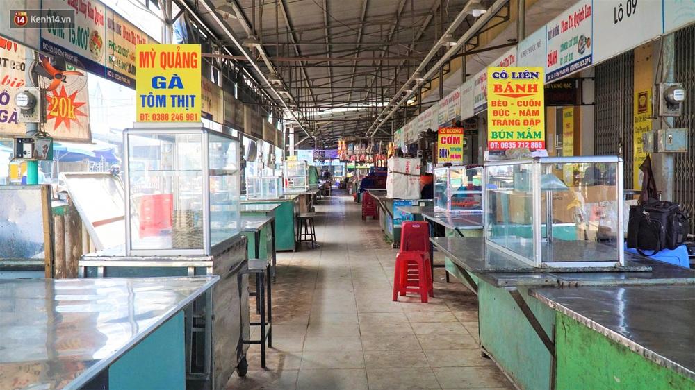 Ảnh: Nhân viên massage mắc Covid-19 vào chợ mua heo nhựa, Đà Nẵng xét nghiệm hơn 500 tiểu thương - Ảnh 4.