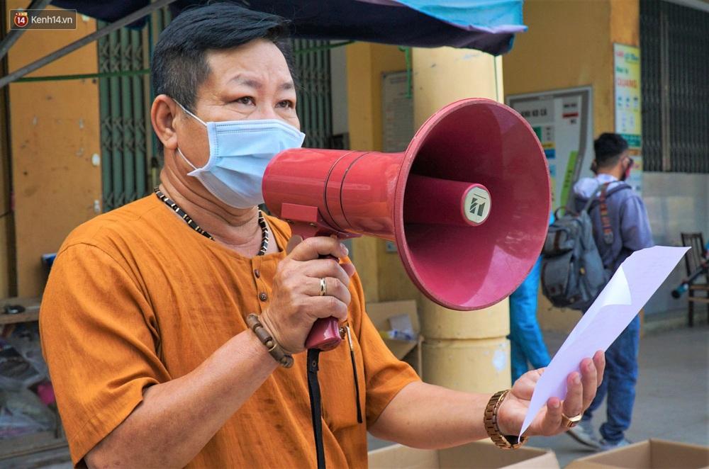Ảnh: Nhân viên massage mắc Covid-19 vào chợ mua heo nhựa, Đà Nẵng xét nghiệm hơn 500 tiểu thương - Ảnh 7.