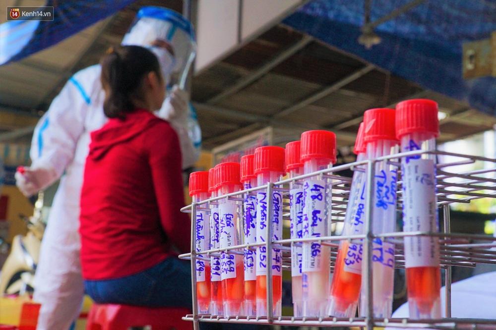 Ảnh: Nhân viên massage mắc Covid-19 vào chợ mua heo nhựa, Đà Nẵng xét nghiệm hơn 500 tiểu thương - Ảnh 10.
