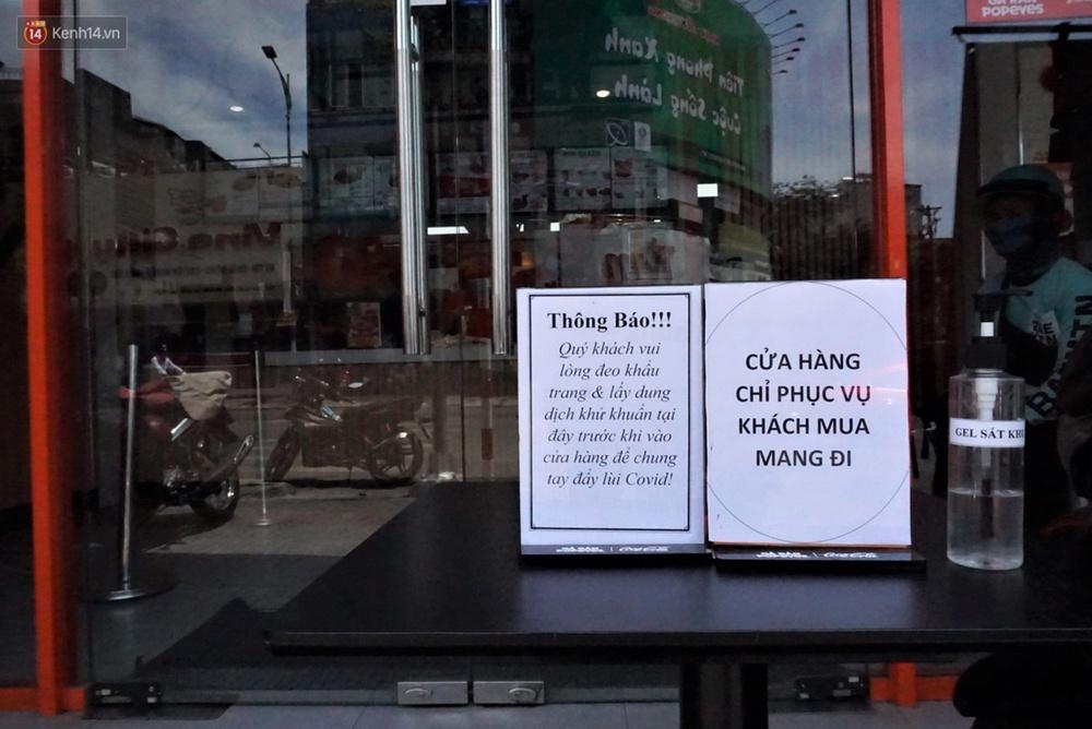 Chưa đến giờ G, nhiều hàng quán ở Đà Nẵng đã chủ động đóng cửa sớm để phòng dịch Covid-19 - Ảnh 3.