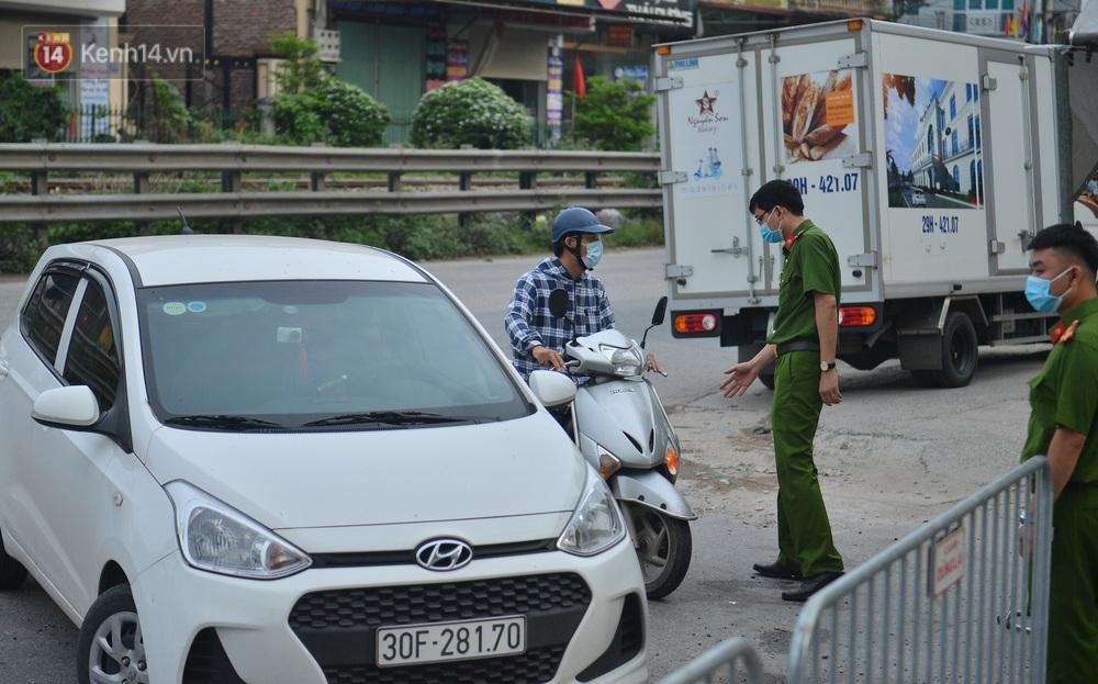 Cận cảnh khu vực phong toả nội bất xuất, ngoại bất nhập 6.000 dân ở Thường Tín, nhiều người đi làm ngỡ ngàng phải quay xe - Ảnh 8.