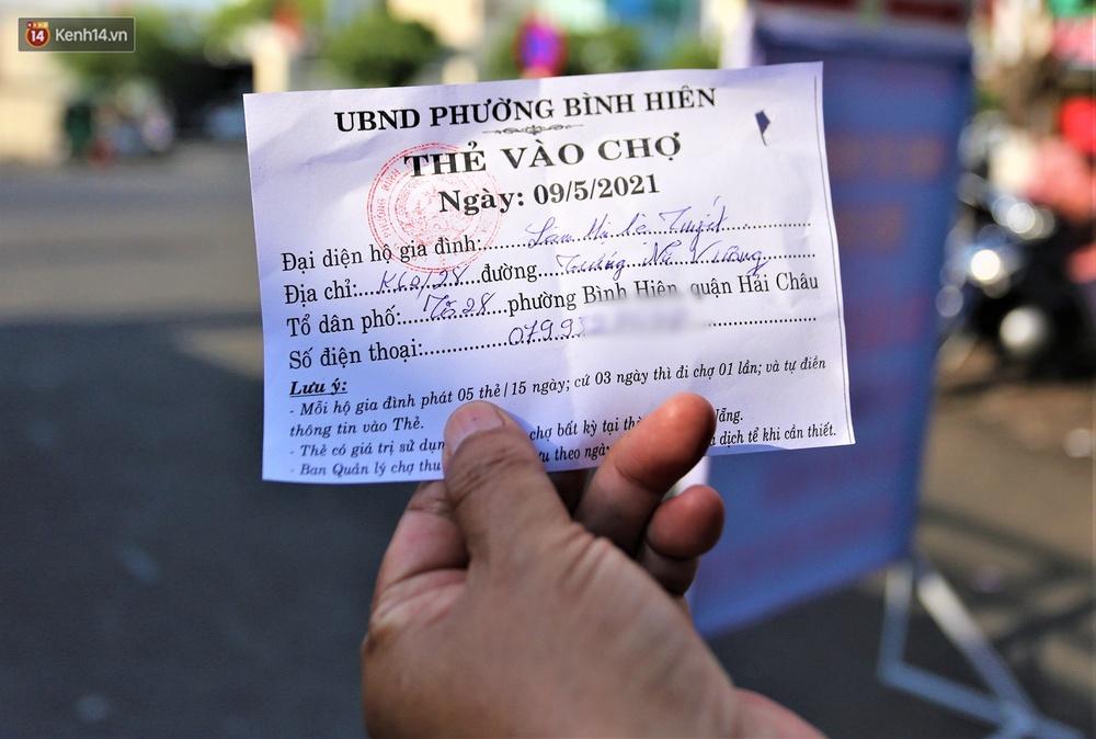 Ảnh: Ngày đầu đi chợ thời Covid-19 ở Đà Nẵng, ai không có tem phiếu mời về! - Ảnh 3.