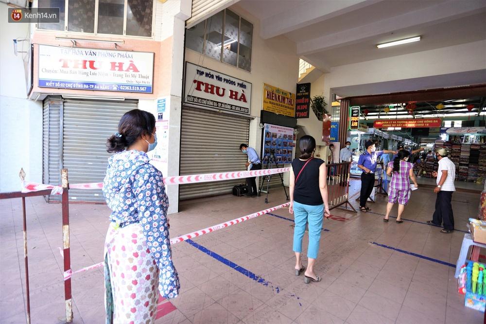 Ảnh: Ngày đầu đi chợ thời Covid-19 ở Đà Nẵng, ai không có tem phiếu mời về! - Ảnh 10.