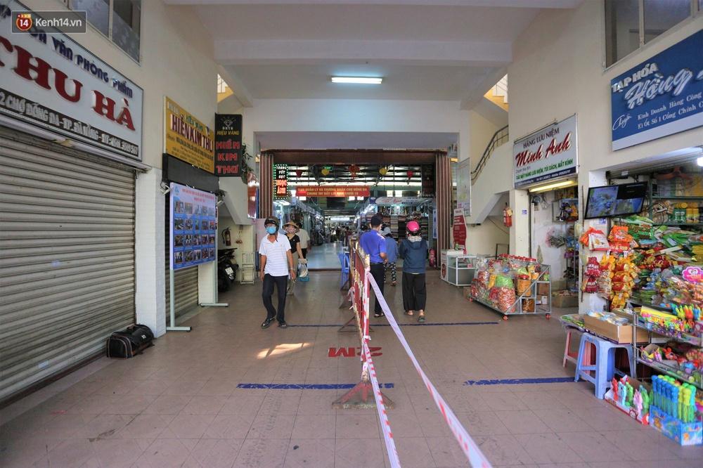 Ảnh: Ngày đầu đi chợ thời Covid-19 ở Đà Nẵng, ai không có tem phiếu mời về! - Ảnh 8.