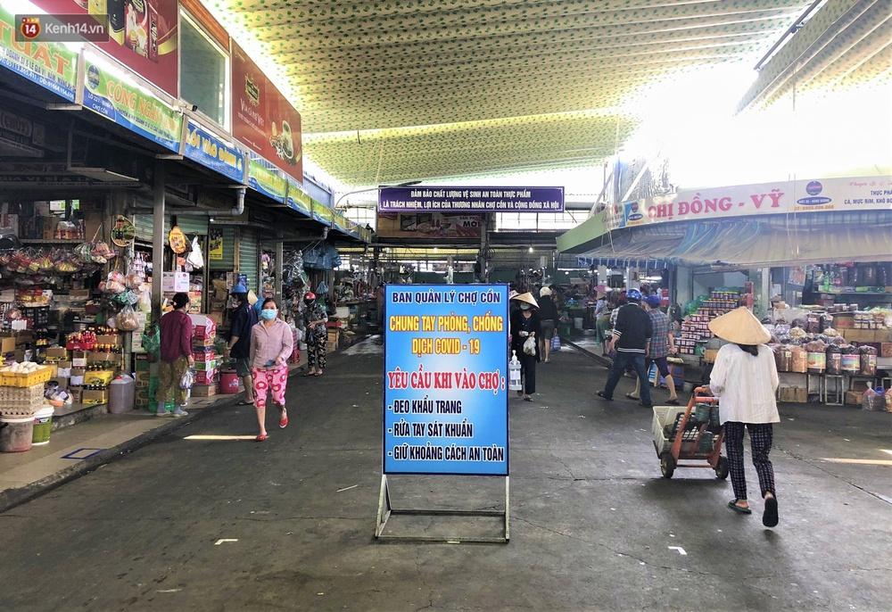 Ảnh: Ngày đầu đi chợ thời Covid-19 ở Đà Nẵng, ai không có tem phiếu mời về! - Ảnh 17.