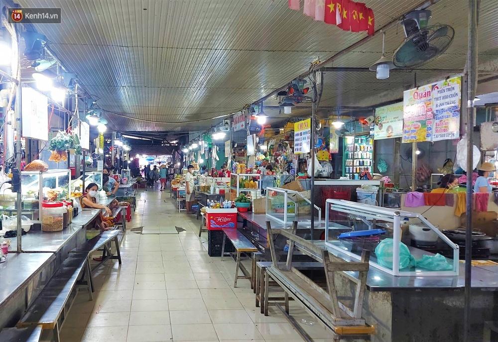 Ảnh: Ngày đầu đi chợ thời Covid-19 ở Đà Nẵng, ai không có tem phiếu mời về! - Ảnh 16.