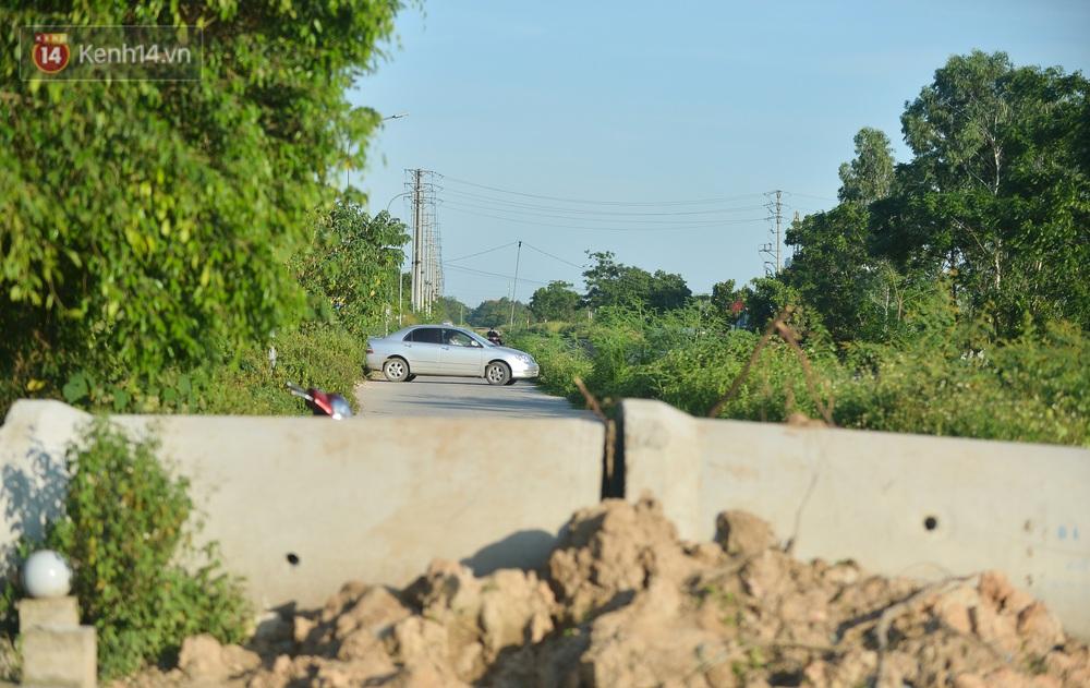 Hà Nội: Đông Anh lập chốt kiểm soát khu vực giáp ranh Bắc Ninh, ô tô quay đầu, hàng dài xe cơ giới chờ khai báo y tế - Ảnh 7.