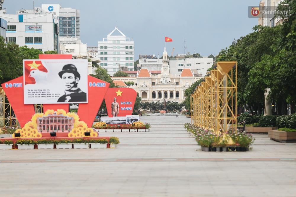 Ảnh: Xót xa những phận đời chật vật mưu sinh trong những ngày giãn cách xã hội ở Sài Gòn - Ảnh 1.