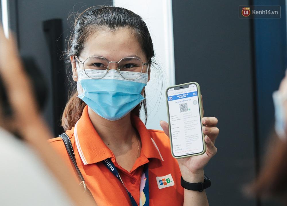 Cận cảnh 500 nhân viên khởi đầu cho chiến dịch tiêm chủng vaccine Covid-19 lớn nhất lịch sử tại TP.HCM - Ảnh 10.