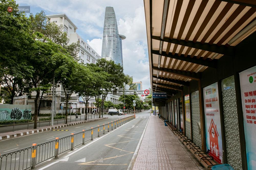 Nỗi buồn của tài xế Sài Gòn những ngày thực hiện Chỉ thị 10: Taxi mất việc, xe ôm mòn mỏi chờ khách - Ảnh 8.