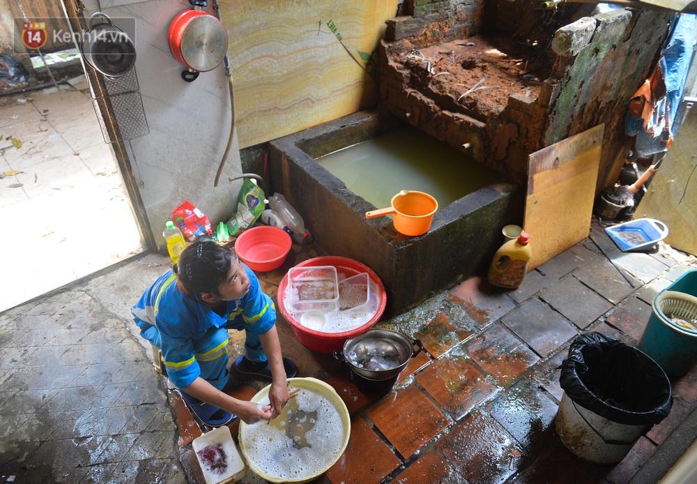 Nước mắt những công nhân thu gom rác bị nợ lương ở Hà Nội: Con nhỏ nghỉ học vì xấu hổ, người bị cụt chân mò mẫm trong rác - Ảnh 9.