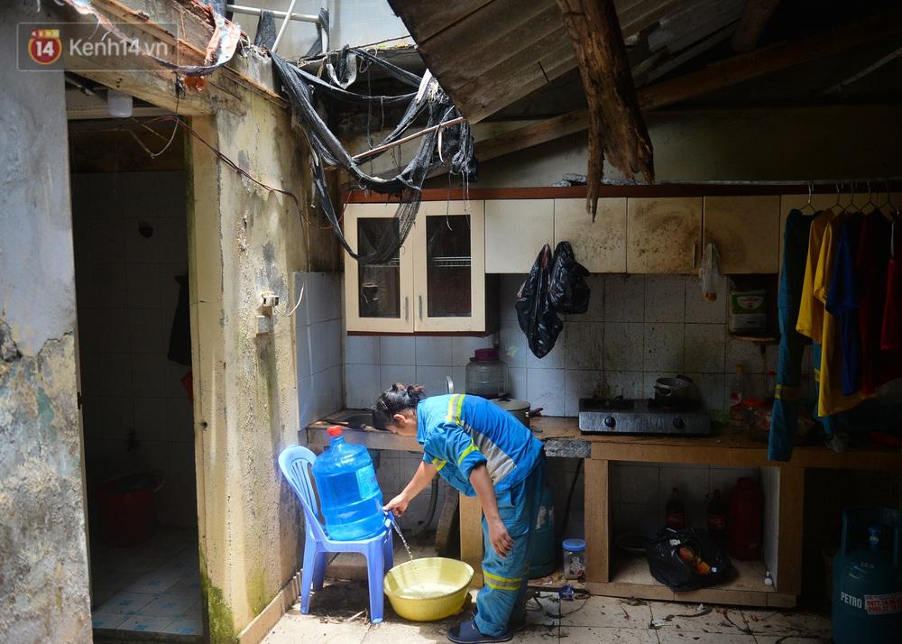 Nước mắt những công nhân thu gom rác bị nợ lương ở Hà Nội: Con nhỏ nghỉ học vì xấu hổ, người bị cụt chân mò mẫm trong rác - Ảnh 8.