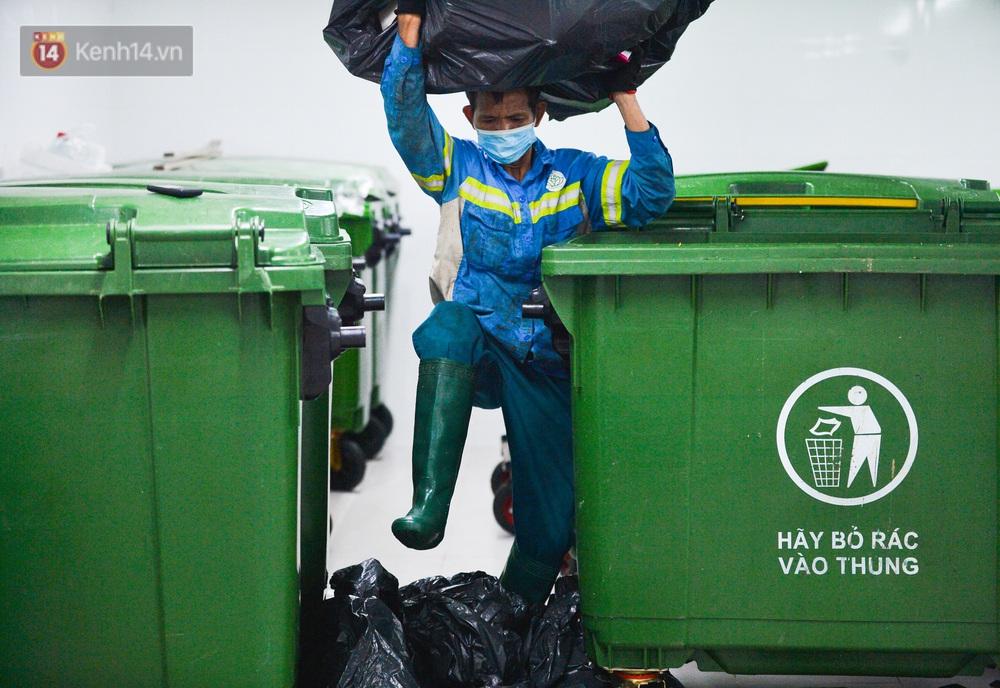 Nước mắt những công nhân thu gom rác bị nợ lương ở Hà Nội: Con nhỏ nghỉ học vì xấu hổ, người bị cụt chân mò mẫm trong rác - Ảnh 14.